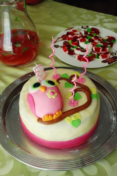 Le gâteau, le Jell-O et la fraisinade
