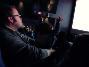 Bébé embarque dans le film
